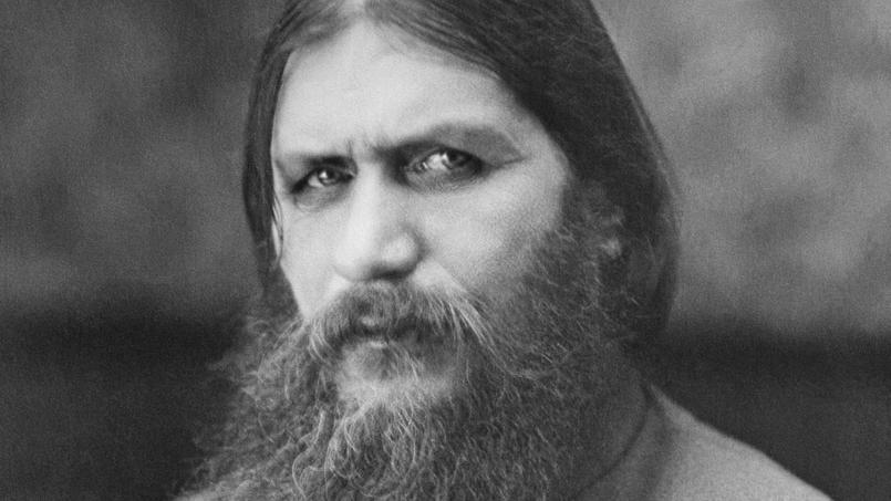 Le regard perçant et hypnotique de Grigori Iefimovitch Raspoutine (vers 1869-1916) fascine et inquiète.