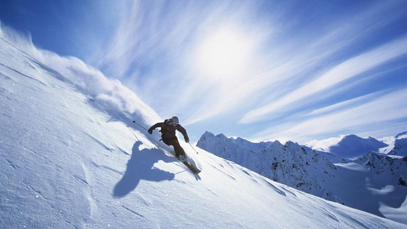 Pour 15 euros ou 20 euros de plus par skieur pour la semaine, les distributeurs de forfait de ski proposent d'inclure une assurance ski.