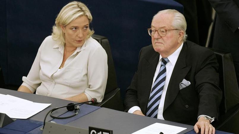 Si Jean-Marie Le Pen et sa fille ne s'adressent plus la parole, le père va néanmoins financer la campagne présidentielle de cette dernière. Ici en 2009 à Strasbourg.