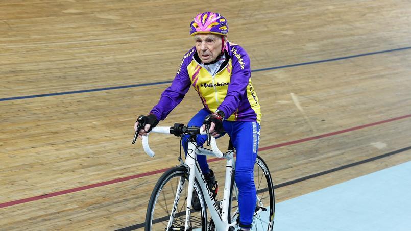 Robert Marchand en pleine préparation pour son record sur la piste du vélodrome de Saint-Quentin-en-Yvelines.