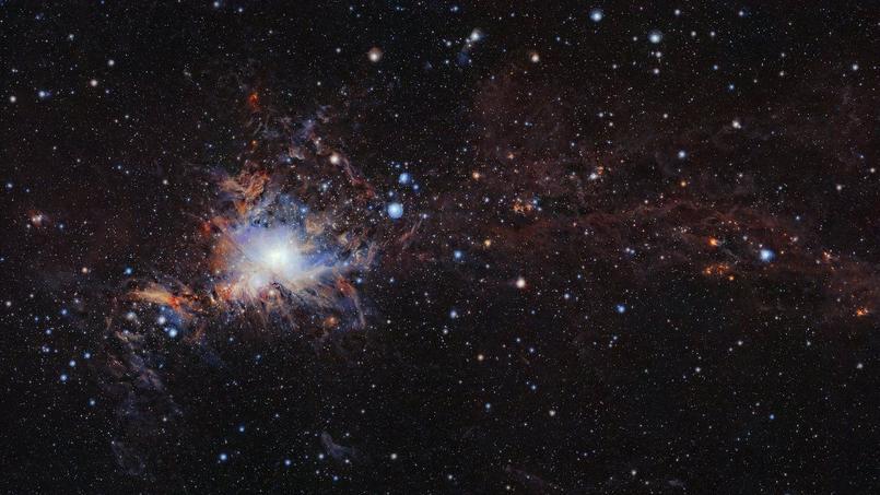 Cette image couvre le nuage moléculaire Orion A, la fabrique intensive d'étoiles la plus proche de nous, située à 1350 années-lumière de la Terre.