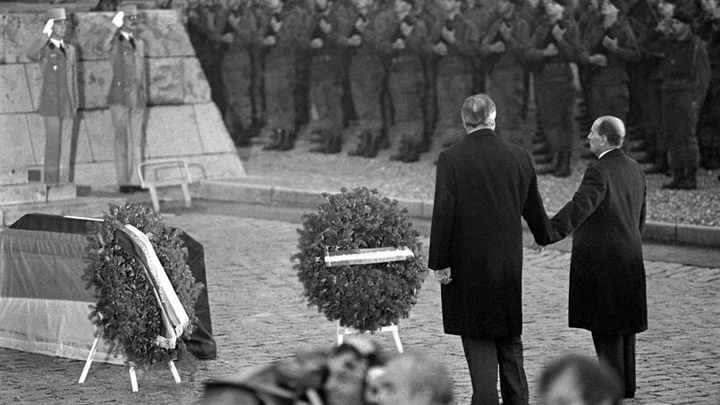 En 2017, de nombreux anniversaires sont attendus mais rien d'aussi fort que la commémoration par Mitterrand et Kohl de la Première Guerre mondiale à l'Ossuaire de Douaumont en 1984.