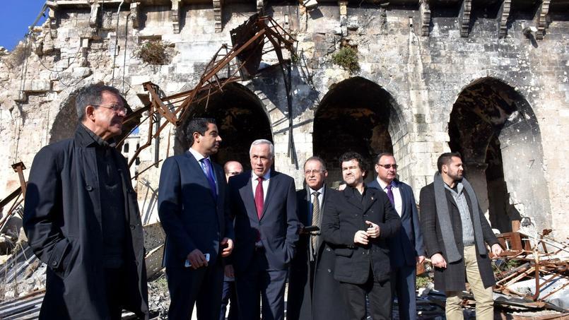 Les députés Thierry Mariani et Nicolas Dhuicq sont en visite en Syrie, à contre-courant de la diplomatie française   ici, à l'ancienne mosquée Omeyyade d'Alep vendredi dernier.