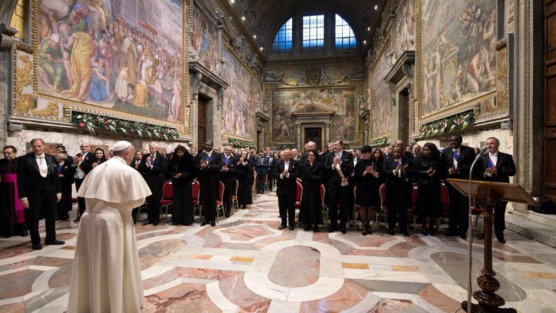 Le Pape devant le corps diplomatique accrédité près le Saintè-Siège.