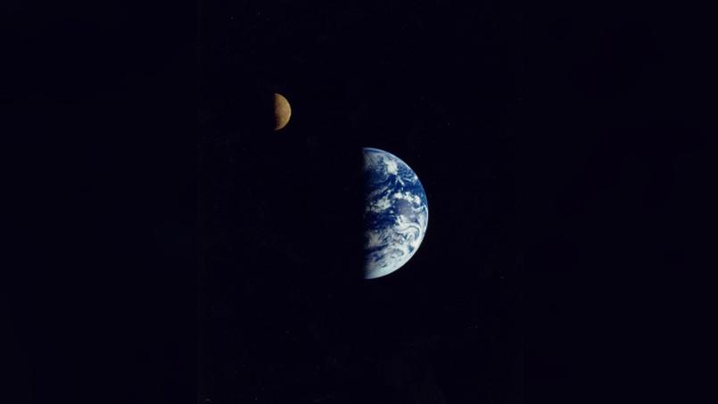 Le 16 décembre 1998, la sonde Galileo est à 6,2 millions de kilomètres de notre planète lorsqu'elle prend ces remarquables images de la Terre et de la Lune - Crédit: Nasa
