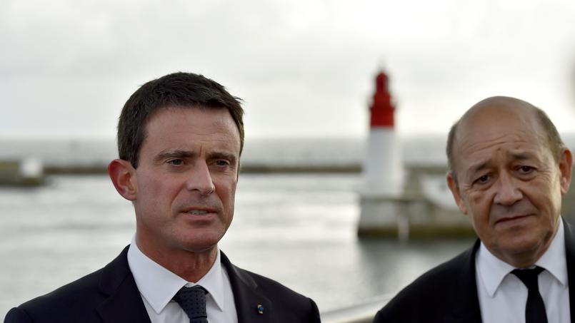 Manuel Valls et Jean-Yves Le Drian à Le Guilvinec, le 30 septembre 2016.
