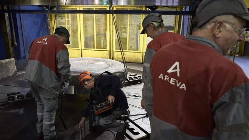 Des employés d'Areva sur le site de la centrale nucléaire du Creusot.