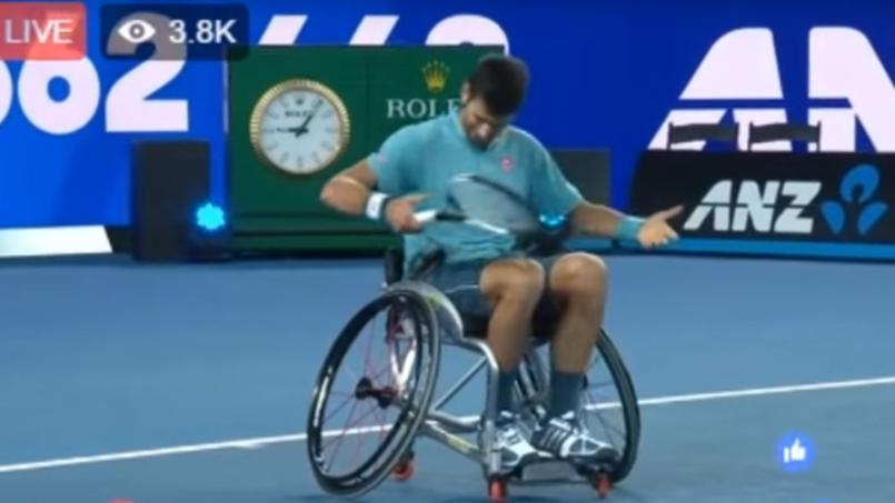 Novak Djokovic a eu quelques difficultés pour apprendre le maniement d'un fauteuil.