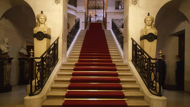 La polémique sur la disparition programmée de l'escalier Pascal, situé au rez-de-chaussée de la BnF, est relancée.