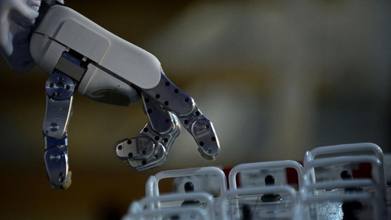 La France compte 126 robots industriels pour 10.000 employés dans l'industrie manufacturière, selon les chiffres de la Fédération internationale de la robotique.