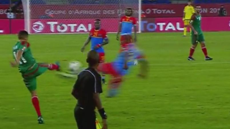 Joyce Lomalisa Mutambala s'élance dans les airs lors de Maroc-RD Congo.