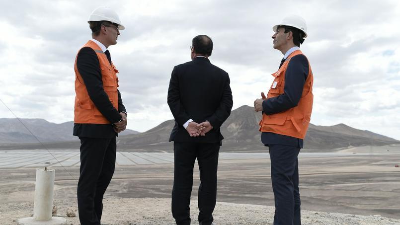François Hollande dans le désert de l'Atacama.