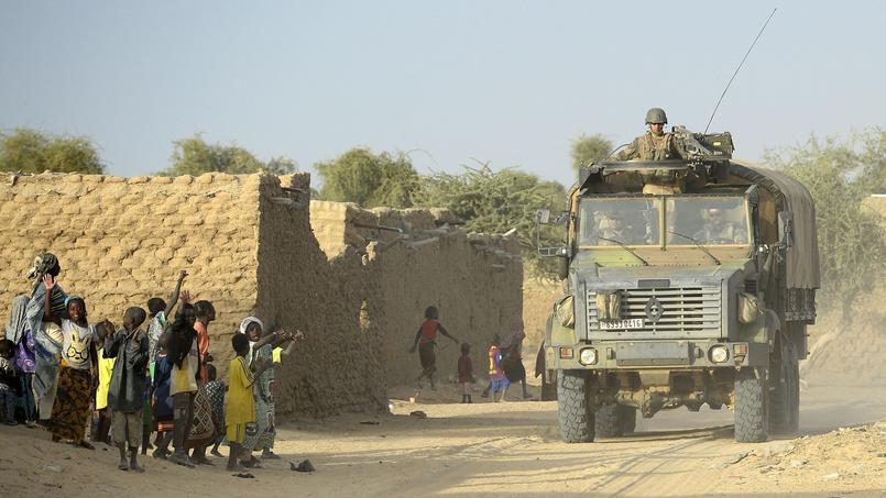Des militaires français patrouillant à Gao, dans le nord du Mali.