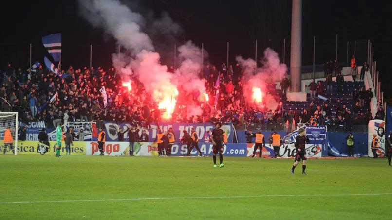 Les supporters bastiais pendant la rencontre entre Bastia et Nice vendredi 20 janvier