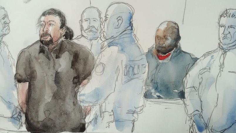 Jawad Bendaoud (à gauche), portraituré à l'occasion de son procès le 26 janvier à Bobigny.