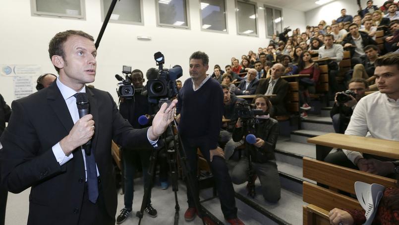 Macron Monte Au Créneau, Sapin En Soutien — Frais de représentation