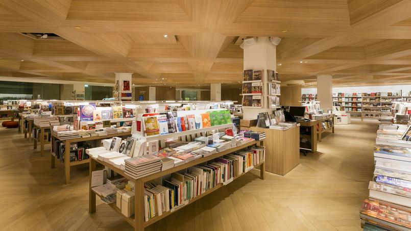La boutique-librairie du Louvre reprend une partie du fonds consacré à la botanique de la librairie du jardin des Tuileries.