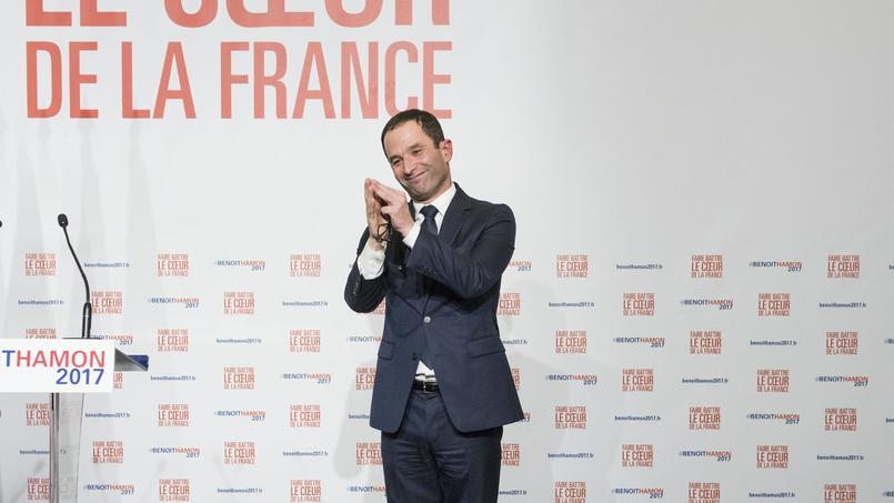 Benoît Hamon célèbre sa victoire à la primaire de la Belle alliance populaire, dimanche soir à la Mutualité, à Paris.