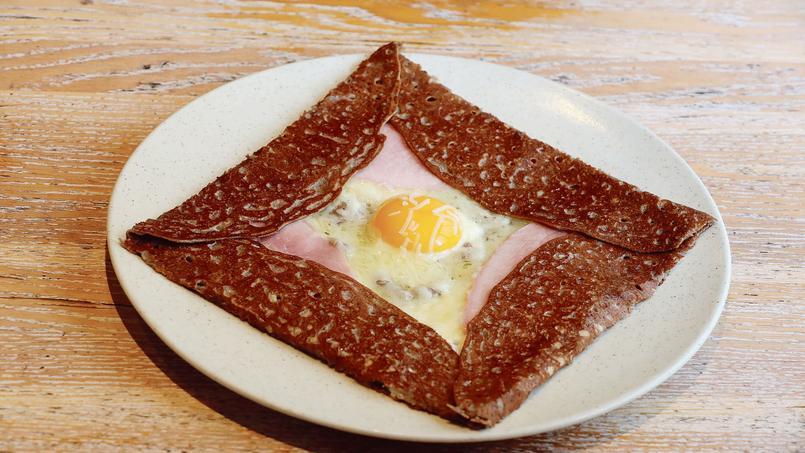 Cette fois encore, c'estla galette deBertrand Larcher, confectionnée au Breizh Café (IIIe), qui remporte la palme de la meilleure complète de Paris.