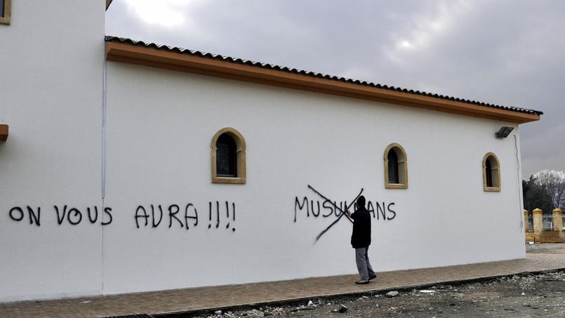 Les actes antisémites et les actes antimusulmans ont connu en 2016 une forte baisse presque identique, de 58,5% pour les premiers et 57,6% pour les seconds.