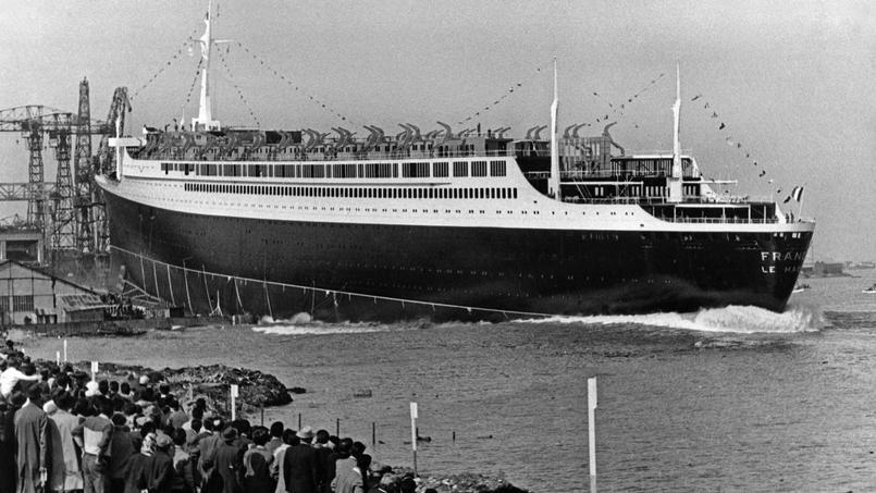 Le paquebot transatlantique «France», le 11 mai 1960, à Saint-Nazaire.