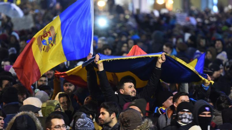 Un ministre lâche le gouvernement — Manifestations en Roumanie