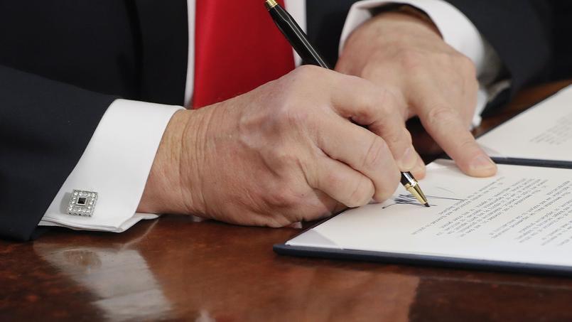 Il y a huit jours, Donald Trump signait un décret suspendant pour quatre mois la venue de réfugiés aux États-Unis et interdisant pour trois mois l'entrée de ressortissants de Syrie et de six autres pays du monde musulman.