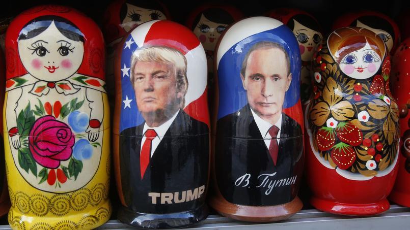 «Je le respecte», mais «ça ne veut pas dire que je vais m'entendre avec lui», a déclaré Donald Trump au sujet de Vladimir Poutine. Sur l'image, des poupées russes des deux présidents à Saint-Petersbourg en Russie.