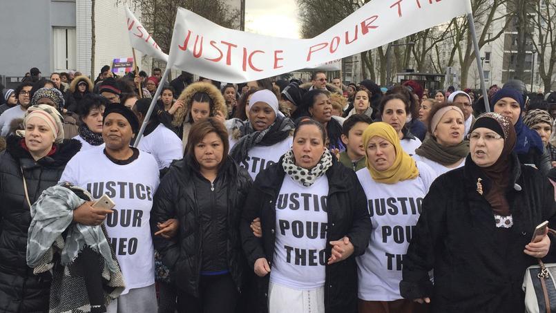 Des habitants d'Aulnay-sous-Bois ont participé à une marche de soutien au jeune Théo, toujours hospitalisé, lundi. Ils ont demandé «justice pour Théo».