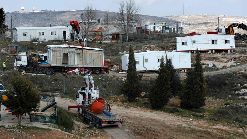 L'avant-poste d'Amona, où une quarantaine de familles vivait depuis 1996 sur un terrain privé appartenant à des Palestiniens, a été évacué il y a moins d'une semaine. La nouvelle «loi de régularisation» vise à empêcher la répétition d'un tel scénario.