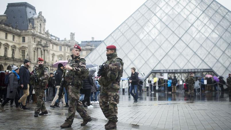 Le Louvre, musée le plus fréquenté du monde, fermé après l'agression, a rouvert dès samedi dernier.