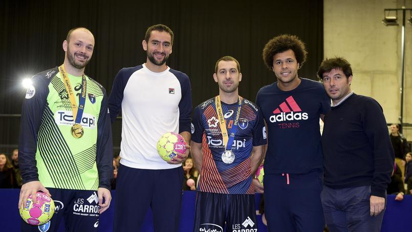 A Montpellier, Tsonga s'initie au handball avec les champions du monde