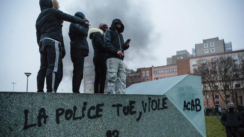 Samedi, le rassemblement de soutien à Théo, ce jeune qui accuse des policiers de l'avoir agressé et violé lors de son interpellation, a débordé.