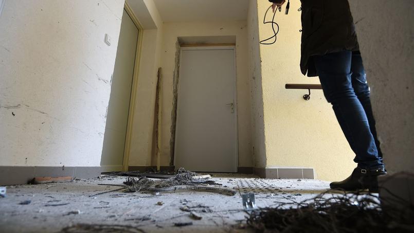 Entrée de l'appartement où a été arrêté Thomas Sauret, l'un des suspects, à Clapiers, dans l'Hérault, le 10 février 2017.