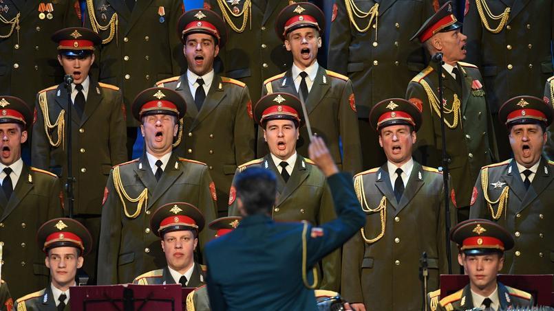 Dans un théâtre moscovite appartenant à l'armée russe, les choristes ont entonné leurs plus célèbres chants patriotes et folkloriques jeudi 16 février.