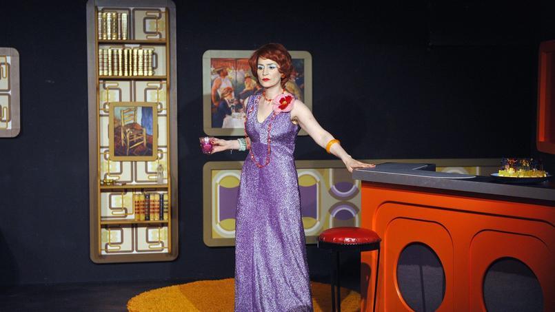 Lara Suyeux dans Abigail's Partyau Théâtre de Poche-Montparnasse (VIe).