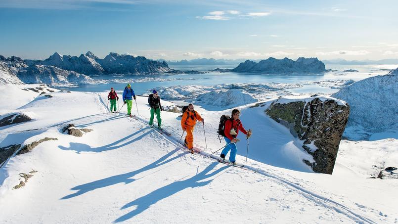 A chaque escale, une sortie à skis de randonnée est organisée (Sverre Hjornevik)