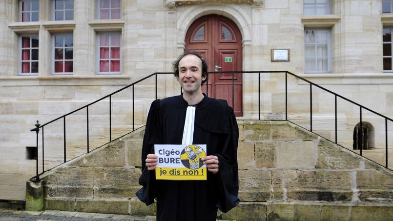 L'avocat des antinucléaires Étienne Ambroselli, le 8 février 2017 devant le tribunal de Bar-le-Duc.