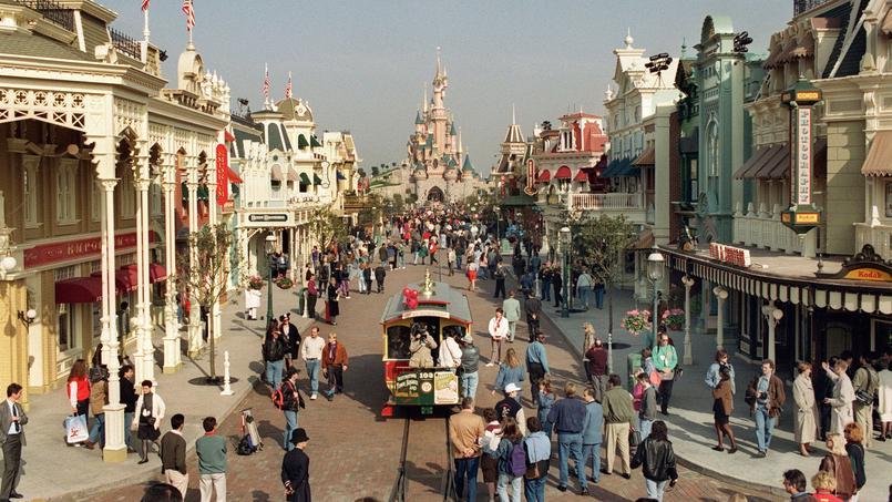 L'implantation du parc Disneyland, inauguré en avril 1992 à Marne-la-Vallée, inquiétait les riverains qui redoutaient alors une «urbanisation frénétique».