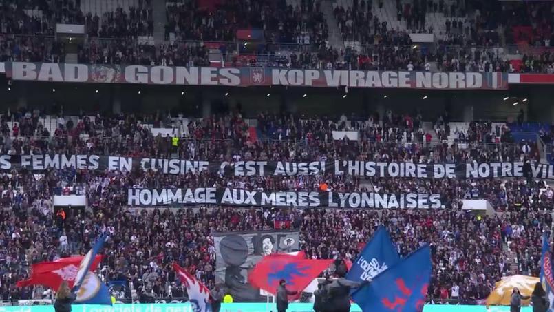La banderole déployée par les ultras lyonnais avant le match face à Metz.