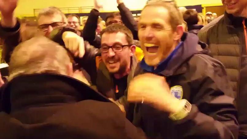 Dirigeants et fans d'Avranches laissent exploser leur joie en apprenant qu'ils affronteront le Paris SG.