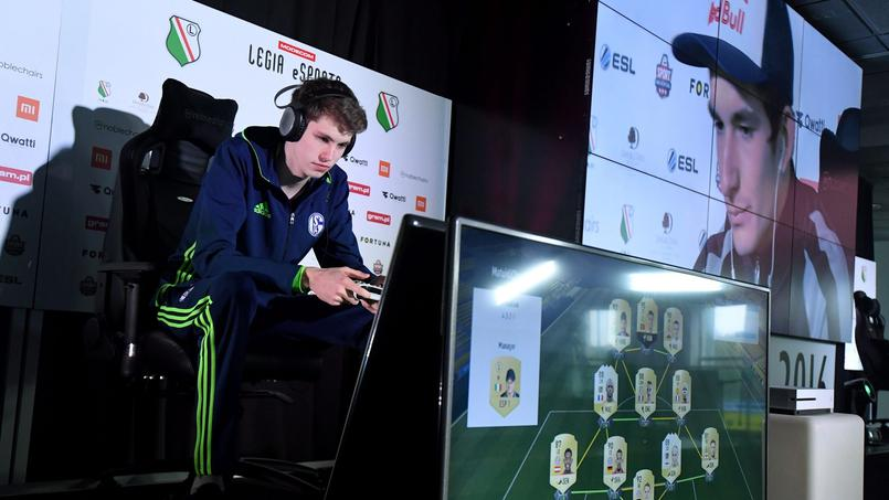 Un tournoi de E-sport avec le jeu de football FIFA