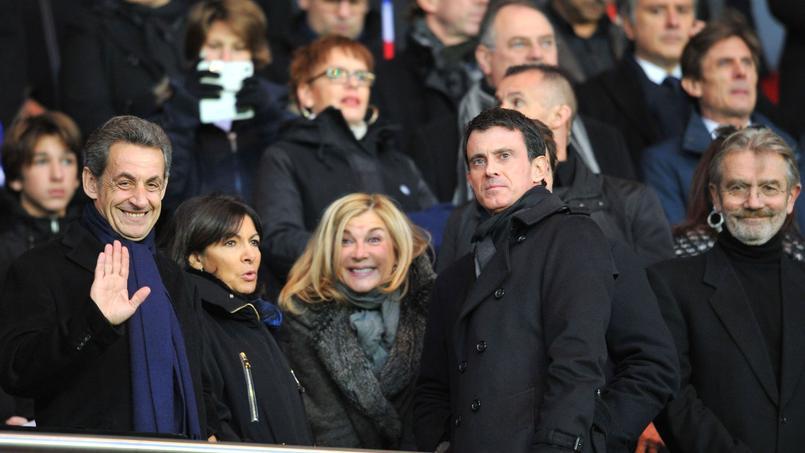 Nicolas Sarkozy, Anne Hidalgo, Michelle Laroque et Manuel Valls au Parc des Princes en 2015.