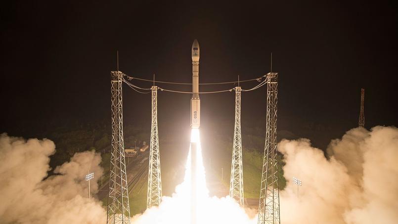 Le lancement du satellite Sentinel-2B par le lanceur Vega, à Kourou, en Guyane, dans la nuit de lundi à mardi.