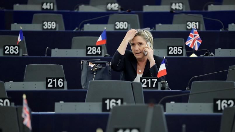 Alors que l'avance de Marine Le Pen se consolide dans les sondages pour le premier tour de l'élection présidentielle, le débat sur la sortie de la France de l'euro prend de l'ampleur.