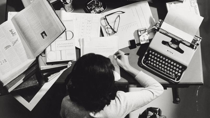 Une éditrice italienne à son bureau, Italie, 1965.