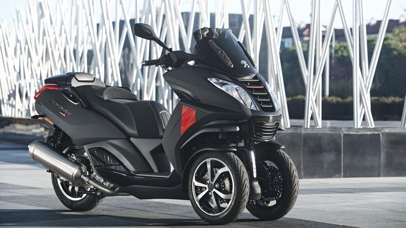 Revu et passablement corrigé en 2017, le Metropolis 400 est aussi disponible en version sportive RX-R.