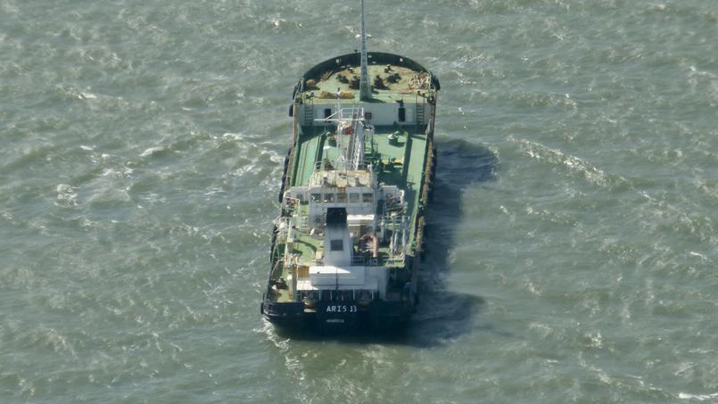 Le tanker Aris 13 transportait du carburant de Djibouti vers Mogadiscio lorsqu'il a attaqué mardi, avec ses huit membres d'équipage.