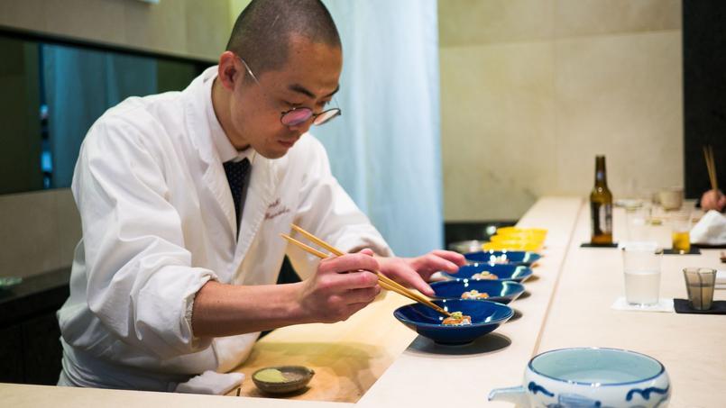 Sushi B, comptoir à sushi fraîchement étoilé au guide Michelin (Paris IIe).