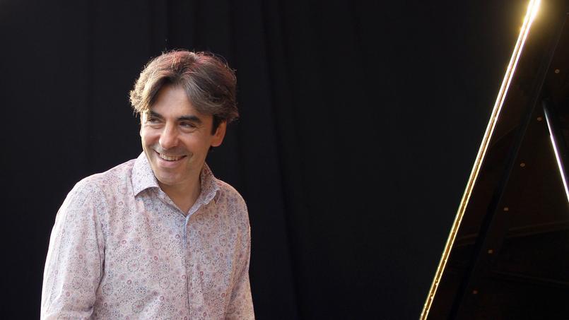 Frère cadet de François Fillon, Dominique est un pianiste de jazz qui a signé quatre albums sous son nom.